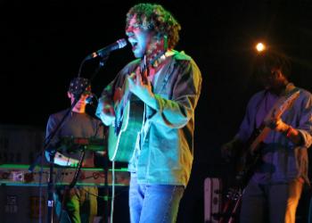 lewis-del-mar-rough-trade-nyc-2015-singing-playing1